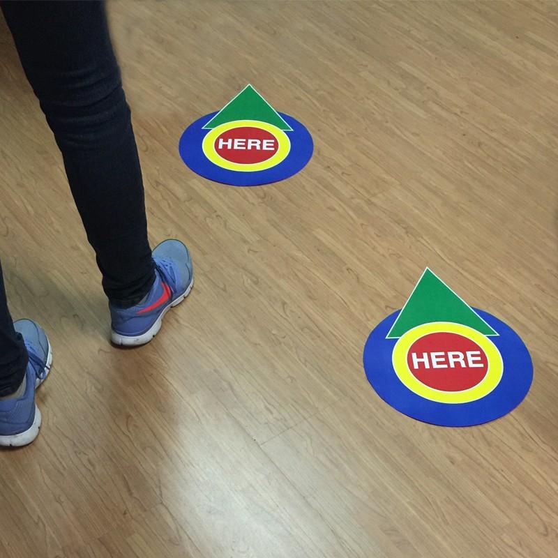 Adesivi per pavimenti adesivi calpestabili bonanno for Finti pavimenti adesivi